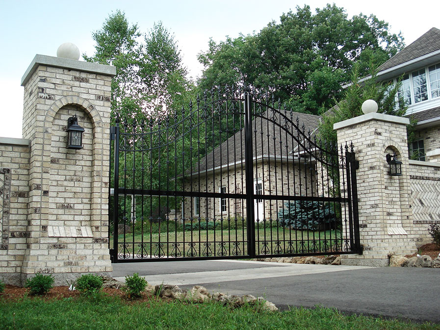 Traditional Iron Driveway Swing Gates